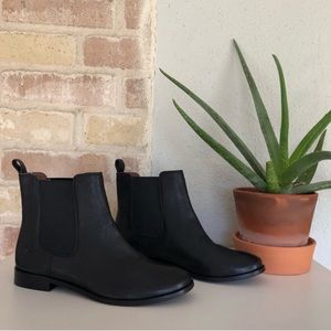 NWOB Frye   Black Anna Chelsea Ankle Boot Bootie
